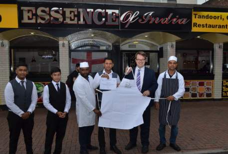 Mike presents the Essence of India team with their Tiffin Cup Highly Commended Award
